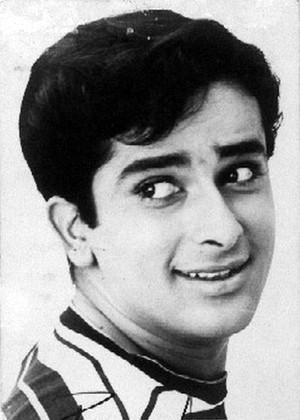 Rumor of Veteran Actor Shashi Kapoor's Passing Away